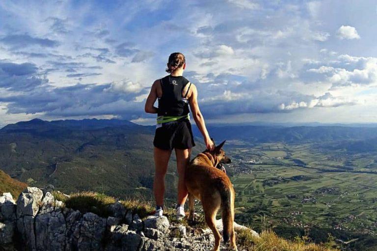 Triglavska rekorderka Ana Čufer s psom