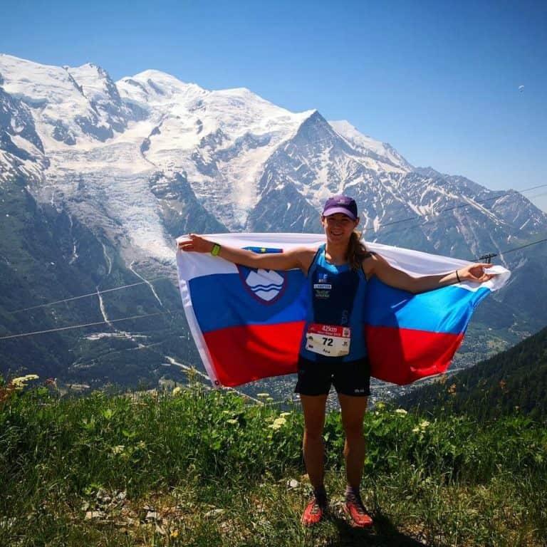 Ana Čufer s slovensko zastavo